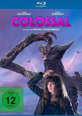 """Monstermäßig: Wir verlosen """"Colossal"""" mit Anne Hathaway auf Blu-ray"""