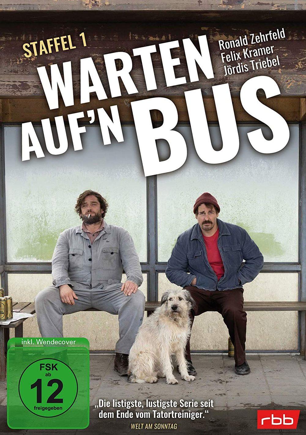 """Eine Bushaltestelle tief in Brandenburg: Wir verlosen die Comedy-Serie """"Warten auf'n Bus"""" auf DVD"""